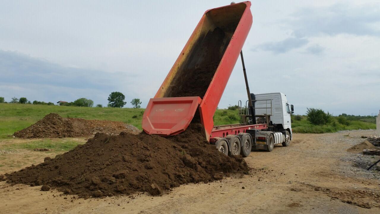 Доставяне на черноземна почва с гондола - 25 мᶾ